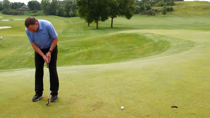 Keeping a still head takes the focus off the ball and makes golfers stiff