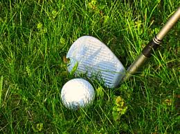 Golf Tips- How To Calculate Which Club to Chip With